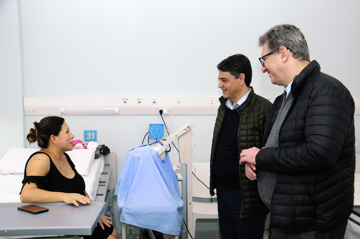En la recorrida por la Maternidad, Di Liscia y Jorge Macri conversaron con una flamante mamá que tuvo a su bebé en el Centro de salud.