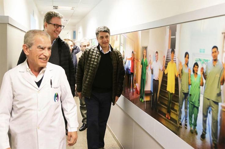 Pablo Di Liscia, en una recorrida por las nuevas instalaciones de la Maternidad Santa Rosa, junto al intendente Jorge Macri y el director del Centro de salud.