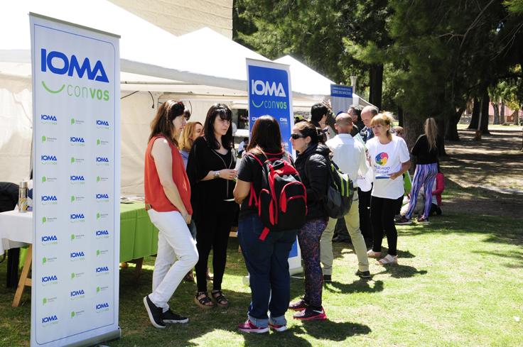 Representantes de IOMA en el stand que tuvimos en la tercera edición de InclusiVos.