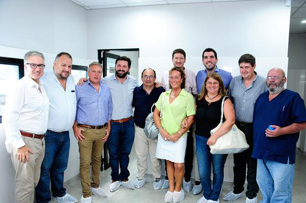 Autoridades del Municipio de Saladillo, junto a directivos de IOMA y del Centro de salud Hemodiálisis Saladillo recientemente incorporado.