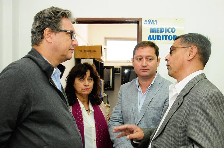 El presidente del Instituto junto al Delegado de Lincoln, la médica auditora y el intendente de la localidad.