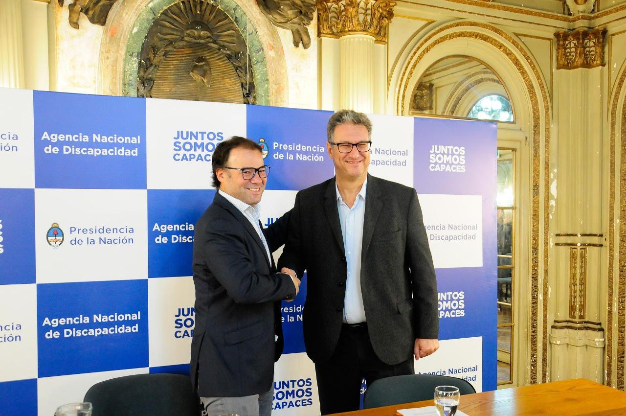 Santiago Ibarzabal, Director Ejecutivo de la Agencia Nacional de Discapacidad junto a Pablo Di Liscia, Presidente de IOMA